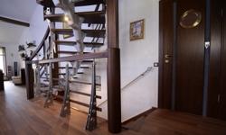 Модульная лестница А260, с индивидуальным ограждением
